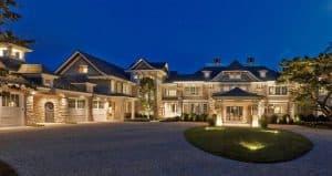Carriage-House-Style-Garage-Doors-Northwest-Door